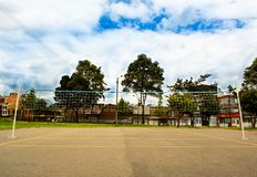 Campo e rede do voleibol foto de stock