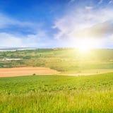 campo ed alba su cielo blu Immagini Stock Libere da Diritti