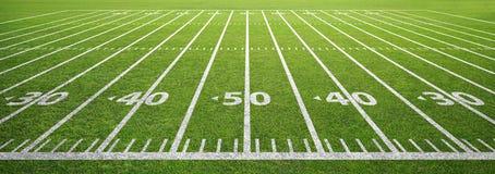 Campo ed erba di football americano fotografie stock