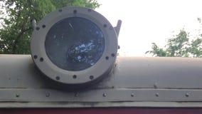 Campo en el reflejo de luz del tren