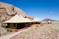 Campo en tiendas de lujo del safari de África, Namibia del safari fotos de archivo