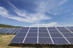 Campo a energia solare Immagini Stock