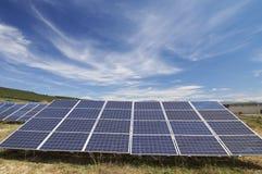Campo a energia solare Immagini Stock Libere da Diritti