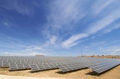 Campo a energia solare Immagine Stock