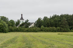 Campo, foresta e chiesa raccolti Fotografia Stock Libera da Diritti
