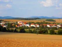 Campo, foresta e villaggio Fotografie Stock