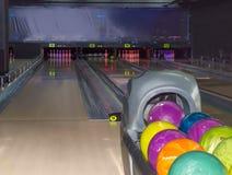 Campo giochi nel vicolo di bowling moderno del perno Immagini Stock