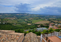 Campo hermoso de Italia del panorama Imágenes de archivo libres de regalías