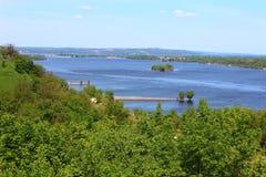 Campo hermoso y el río Dnepr fotos de archivo