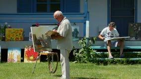 Campo internazionale della pittura nel delta di Danubio stock footage