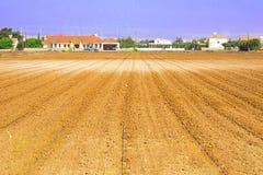 Campo irrigato in primavera pronto per la semina e mettere dei semi nel suolo Comcept di agricoltura irrigazione immagine stock