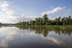 Campo a lo largo del riverMaenam Tha Chin, Nakhon Pathom, Tailandia de Tha Chin Fotos de archivo