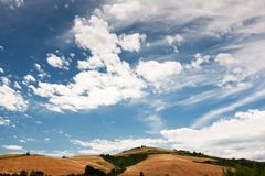 Campo montañoso de le Marche, Italia Foto de archivo libre de regalías