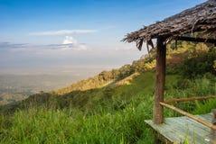 Campo, montanhas, mola fotografia de stock