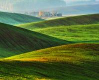 Campo montanhoso montes pitorescos do campo do outono imagens de stock royalty free