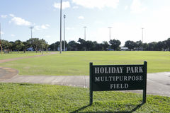 Campo multiusos del parque del día de fiesta Fotografía de archivo libre de regalías