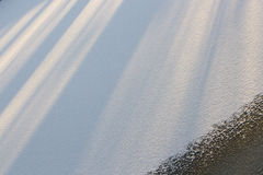 Campo Nevado, los rayos del sol, modelo geométrico Fotos de archivo