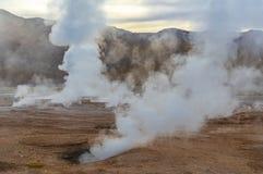 Campo no nascer do sol, deserto do geyser de Tatio de Atacama, o Chile foto de stock