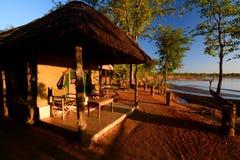 Campo permanente della tenda Sosta nazionale di luangwa del sud zambia immagine stock