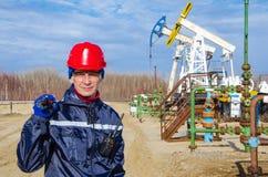 Campo petrolífero del hombre Imagenes de archivo