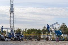 Campo petrolífero em Sibéria fotos de stock royalty free