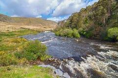 campo rural irlandés épico del condado Galway a lo largo de la manera atlántica salvaje imagen de archivo
