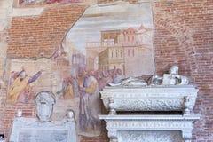 Campo Santo på den nordliga kanten av den Pisa domkyrkafyrkanten, I Arkivfoto