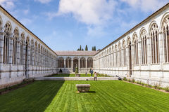 Campo Santo på den nordliga kanten av den Pisa domkyrkafyrkanten, I Royaltyfria Bilder