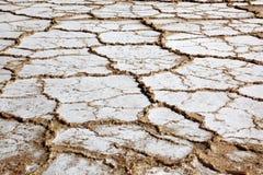 Campo seco de sal no mar inoperante imagem de stock royalty free