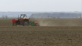 Campo sembrado tractor metrajes