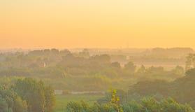 Campo teniendo en cuenta salida del sol Imagen de archivo libre de regalías