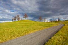 Campo vazio da estrada na primavera Foto de Stock