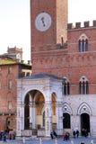 Campo Vierkant met Openbaar gebouw, Siena, Italië Stock Foto