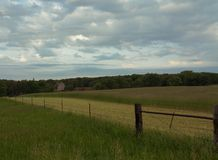 Campo y granero Foto de archivo libre de regalías