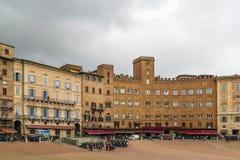 campodelitaly piazza siena Arkivbilder
