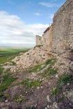 Campos cerca de la pared del castillo Foto de archivo