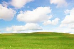 Campos com nuvens Imagens de Stock Royalty Free