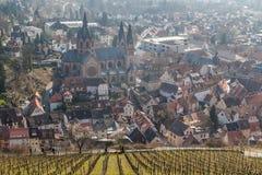 Campos da uva acima da cidade medieval de Heppenheim imagem de stock royalty free