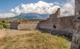 Campos de Ainsa com castelo da parede Imagens de Stock Royalty Free