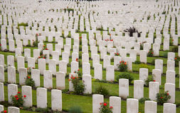 Campos de batalha salientes Bélgica de Tyne Cot Cemetery Zonnebeke Ypres imagem de stock