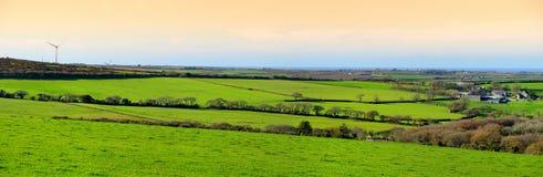 Campos de Cornualles escénicos debajo del cielo de la tarde, Cornualles, Inglaterra fotos de archivo libres de regalías