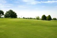 Campos de deporte de la hierba verde del golf de Beautigul Fotografía de archivo