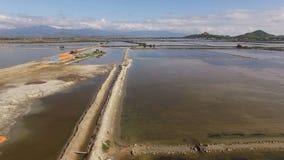 Campos de la sal de la visión aérea en Vietnam almacen de metraje de vídeo