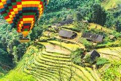 Campos del arroz en paisajes colgantes de la granja de la montaña Imagen de archivo libre de regalías