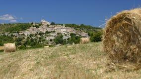 Campos do feno em Joucas Provence fotos de stock royalty free