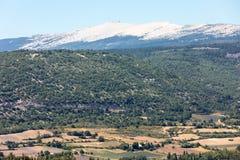 Campos e prados no vale abaixo de Sault, Provence imagens de stock