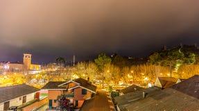 CAMPOS GÖR JORDAO, BRASILIEN - JULI 03, 2017: Stadssikt på natten Fotografering för Bildbyråer