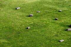 Campos verdes com as pedras antigas dos Incas em uma cidade peruana h Fotografia de Stock Royalty Free