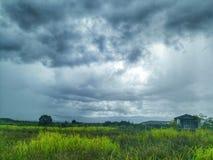 Campos y cielo nublado Imagen de archivo