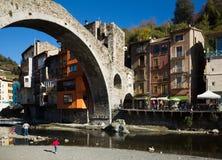 Camprodon i Pyrenees royaltyfri bild